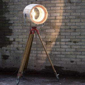 Industriële Authentieke Statieflamp met Houten Kap van Indusigns