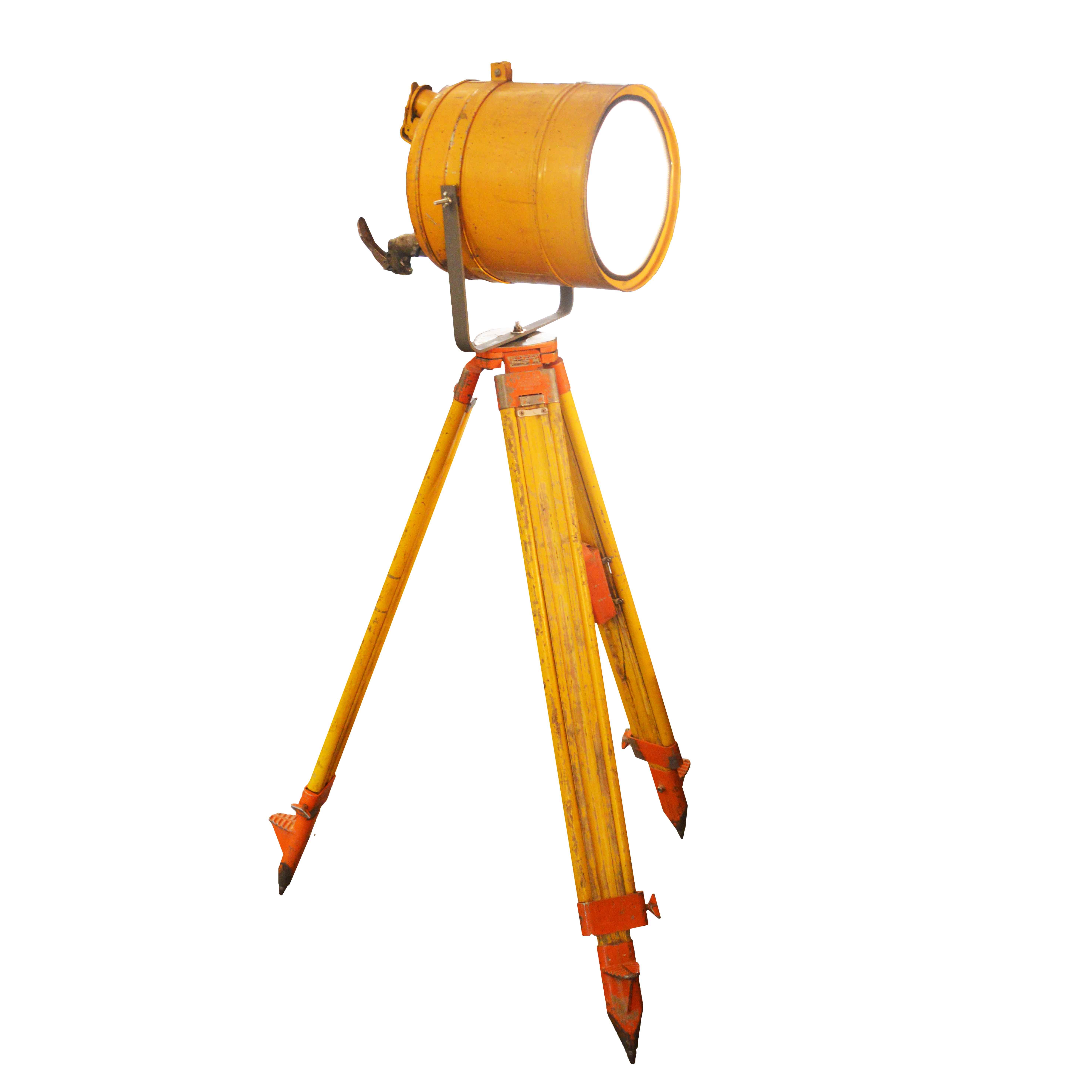 Industriële Statieflamp 'Yellow Tripod'