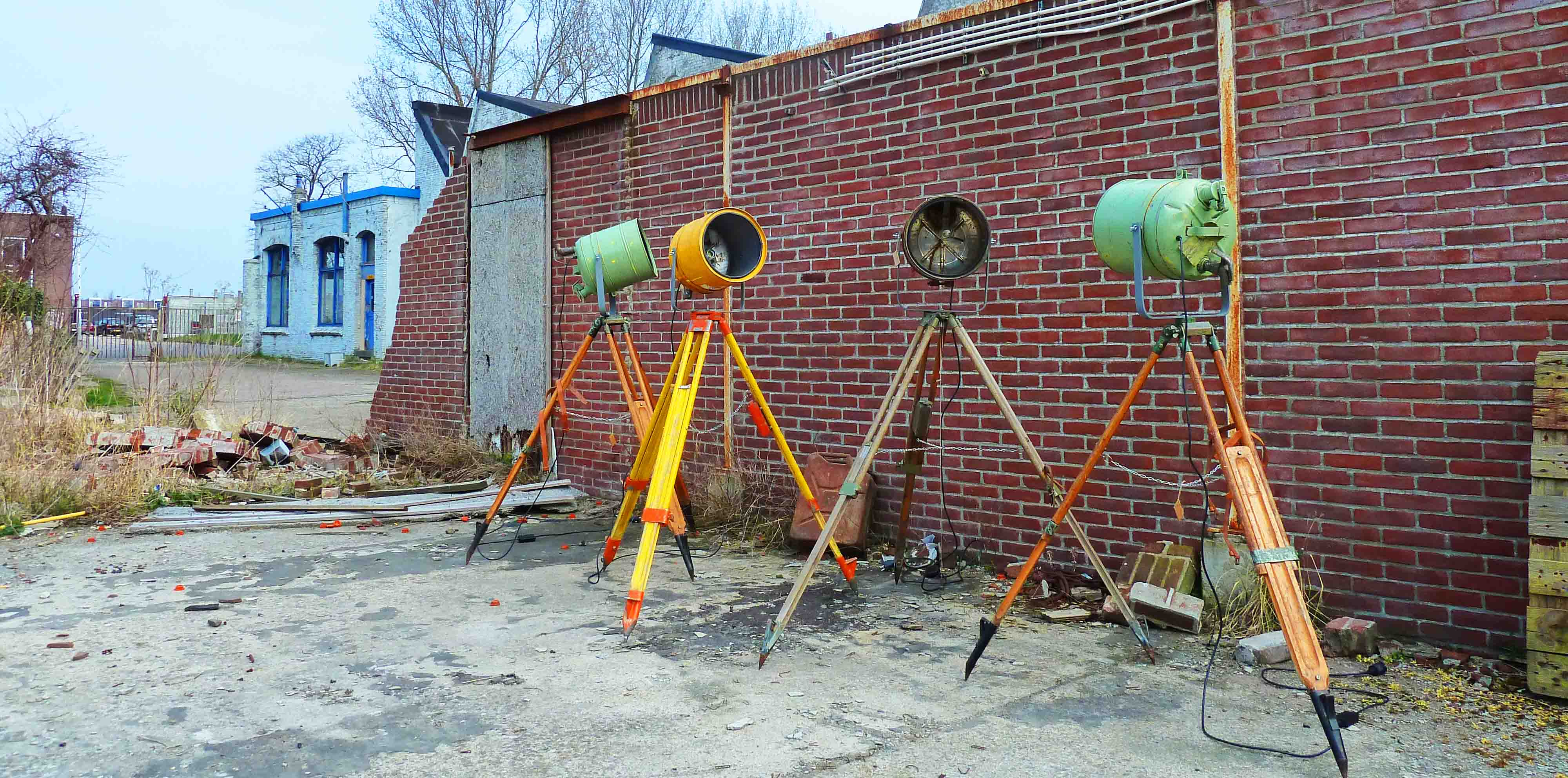 https://www.indusigns.nl/wp-content/uploads/2015/03/Industri%C3%ABle-Statieflampen-%E2%80%98Tripod-Army-Vintage-Hipster%E2%80%99-Indusigns.jpg