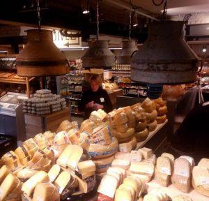 Industriële Hanglampen van Melkbus Marqt Amsterdam