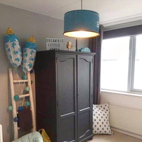 Industriële Hanglamp voor de Stoere Babykamer