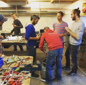 Bedrijfsuitje Groepsactiviteit Teamwork Schatzoeken Indusigns