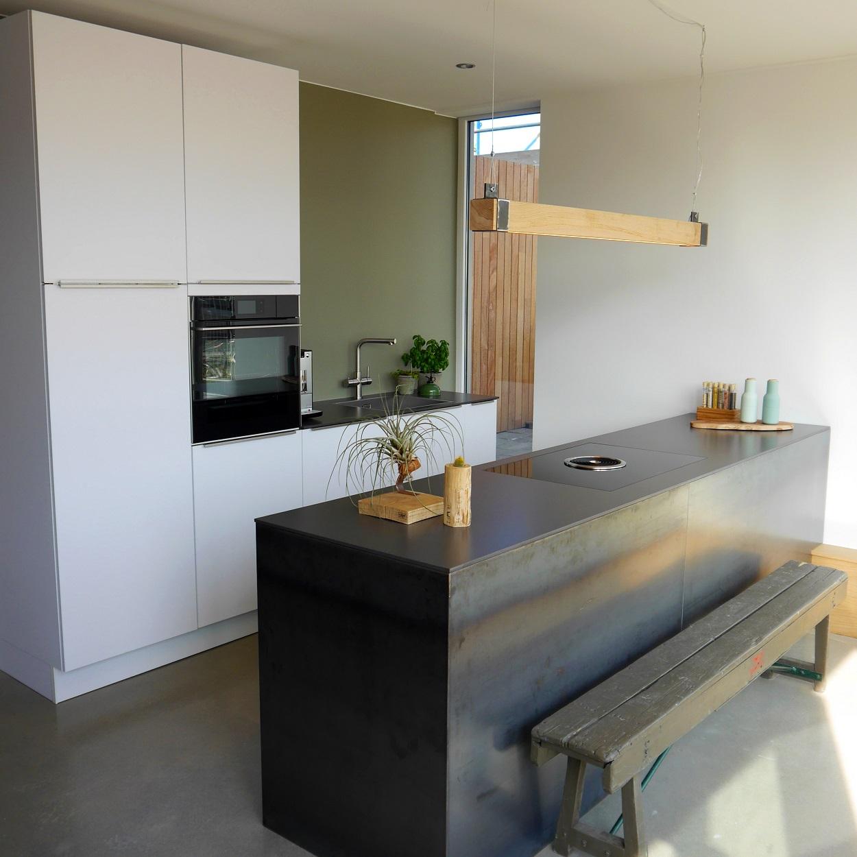 Houten balklamp 39 woodlight 39 indusigns for Industriele lamp keuken