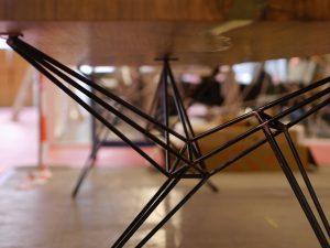 industriele-stalen-spinnenpoten-als-tafelpoten-indusigns3
