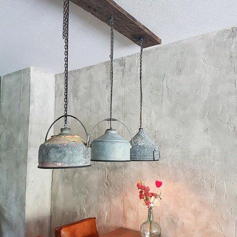 Zinken Hanglampen aan Houten Balk