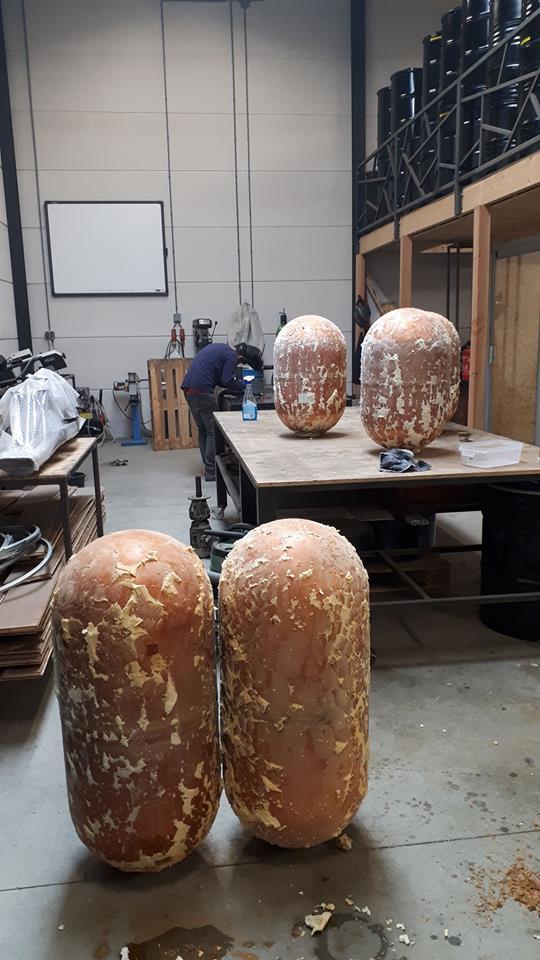 Koperen boilers met resten purschuim
